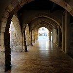 готические арки в древней части Таррагоны