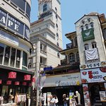 Daehangno is a colorful youth quarter conveniently located above Hyehwa metro station.