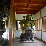 為朝神社の社殿内の為朝公像。恐いですねー