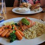 Very good salmon plate & chicken ranch sandwich.