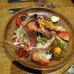 Entrée : Salade Buissoniére au Magret d'Agneau Bourbonnais