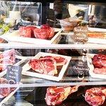 Best Beef selection! Du kannst es entweder vor Ort essen, oder mitnahmen und selbst grillen.
