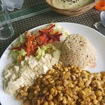 Almoço de sexta-feira: feijão de corda, escondidinho de jaca, arroz integral, salada e farinha.