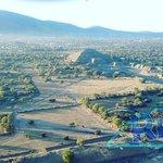 Vuelos en globo sobre el valle de Teotihuacan. #VuelaEnglobo #TeotihuacanRifa  Informes móvil Wh