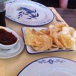 Kroepoek en Emping met sambal Badjak