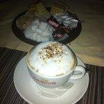 Cappuccino met o.a. spekkoek