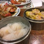 Steamed dumplings with shrimps and those with pork