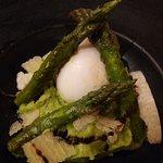 œuf mollet asperge verte et parmesan