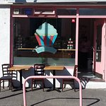 outside seating of the Cupcake Cafe
