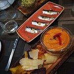 Guacamole, sardinas confitadas y Humus 😋😋