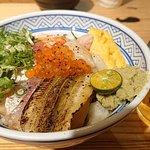 綜合海鮮丼