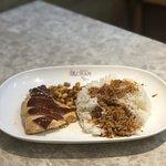 Liao Fan Hong Kong Soya Sauce Chicken Rice Noodle照片