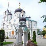 Вид на собор и мемориал