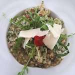 Wild garlic risotto with chicken, mushrooms and dry tomatoes