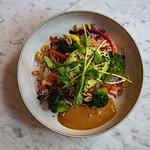 Noodle salad - Go nuts - with: Glass noodles, vegetables, peanut butter sauce