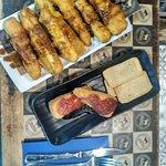 Los mejores entrantes del local, berenjenas con miel y queso frito