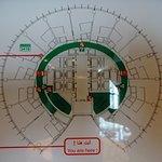 Amman Rotana: فندق عمان روتانا .. يفوق وصف اجمال و الرقي .. في قاعة روتانا كلب تشعر براحه نفسيه بوجود الاهتمام