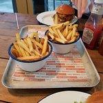 Foto de Three Brothers Burgers aboard Spyglass