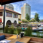 Foto de The Lake Chalet Seafood Bar & Grill