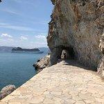 Arvanitia beach: Υπό τ βλέμμα του παλαμηδιου