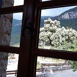Η θέα απ'το παράθυρο του εστιατορίου