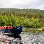 Lily-veneillä Lemmenjoen kansallispuistoon