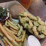 Foto de Twisted Root Burger Co.