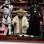 Una de las atracciones que ofrece el lugar y delos juguetes que hay.