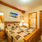 Grizzly Lodge - bedroom