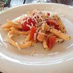 Pasta con polipo, pomodori e pecorino