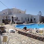 vue de l'hôtel et de la piscine
