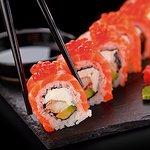 Sushi preparado al momento.