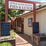 Apple Alley Bakery resmi