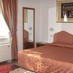 Camera matrimoniale con divano letto (terzo letto)