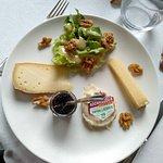 Assiete de fromage très copieuse