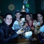 Amigos y cervezas en Windsor Pub / Friends and beers
