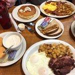 ภาพถ่ายของ Cindi's NY Deli & Restaurant