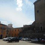 Photo de Castello e Torre Monaldeschi