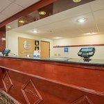 24 x 7 Front Desk Guest Reception Service