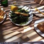 φέτα με ούζο και μέλι, χόρτα, και πατάτες φρέσκες τηγανιτές