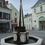 Fontaine devant l'entrée de l'Abbaye royale