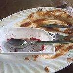 Sześć much na talerzu  - 2 minuty po skończonym jedzeniu