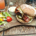 Slow roast pork belly, bacon, cheese and apple sauce burger. ☆☆☆☆☆