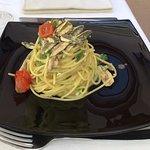 Calamaro ripieno, frittura di paranza, antipasto misto, spaghetti con alici, peperoncini verdi e