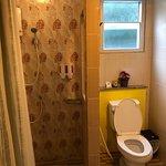 ห้องน้ำแยกส่วนเปียกและส่วนแห้งจากกันอย่างชัดเจน