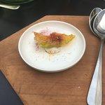 Lazackrém uborkavirággal és céklaporral