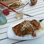 Thailändisches Erdnuss-Curry mit Tofuecke