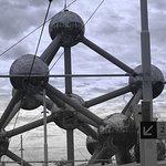L'atomium vu du terminis du tram 7 et près de la station de métro Heizel