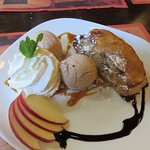 apple strudel at Het Karbeel (on a dinner sized plate)