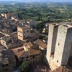 Photo de Torre Grossa (o Torre del palazzo del Podesta)